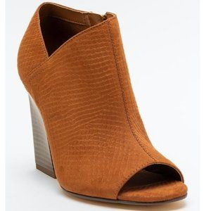 Indigo rd. Ivory2 booties Size 8.5